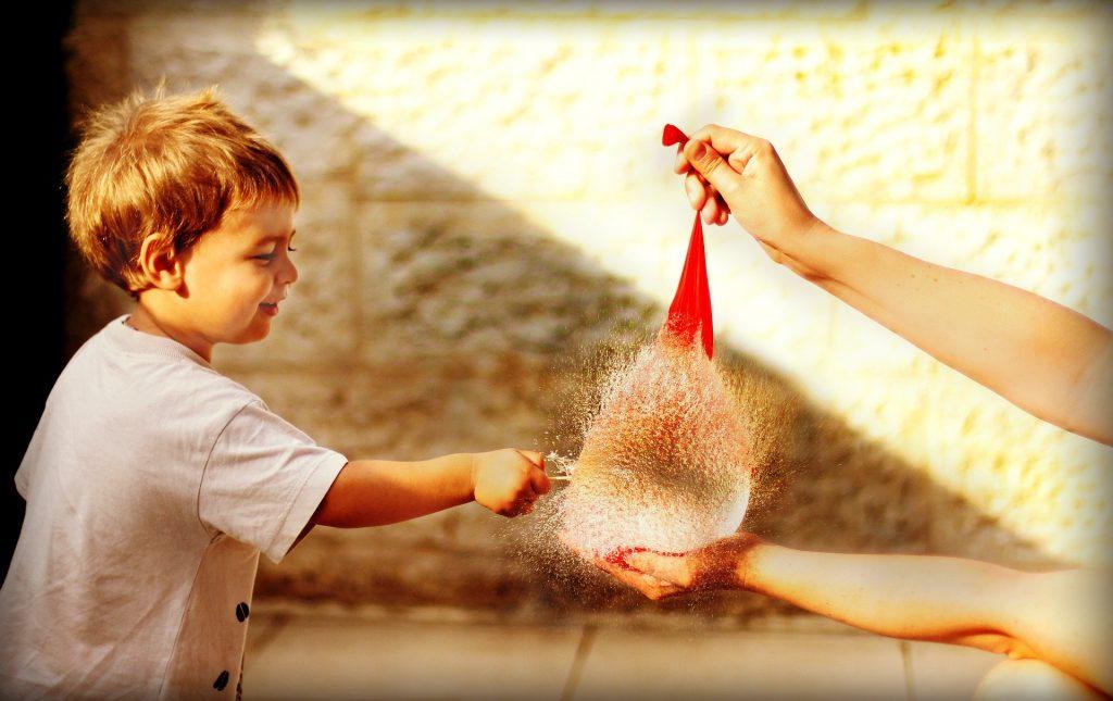globos de agua juego infantil