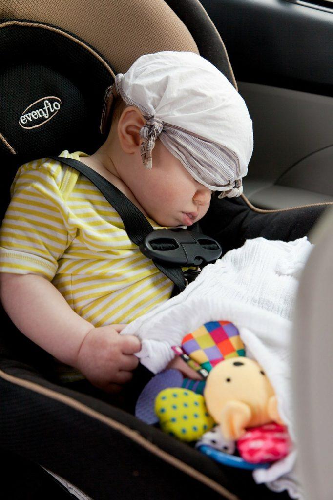 descanso bebe coche viaje