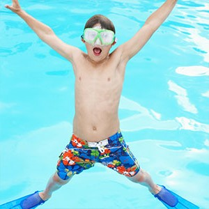 acrobacias en la piscina